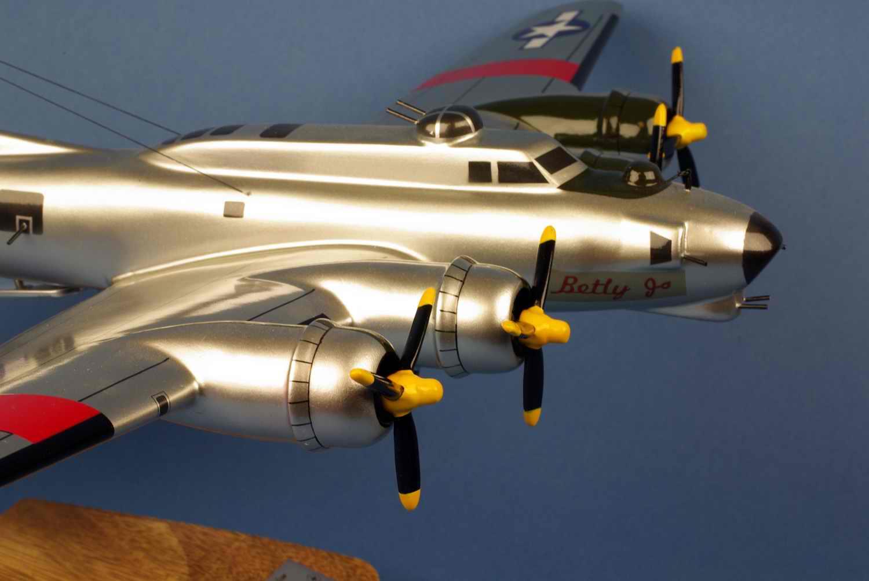 Maquette avion bombarder BOEING B17G Flying Fortress betty jo