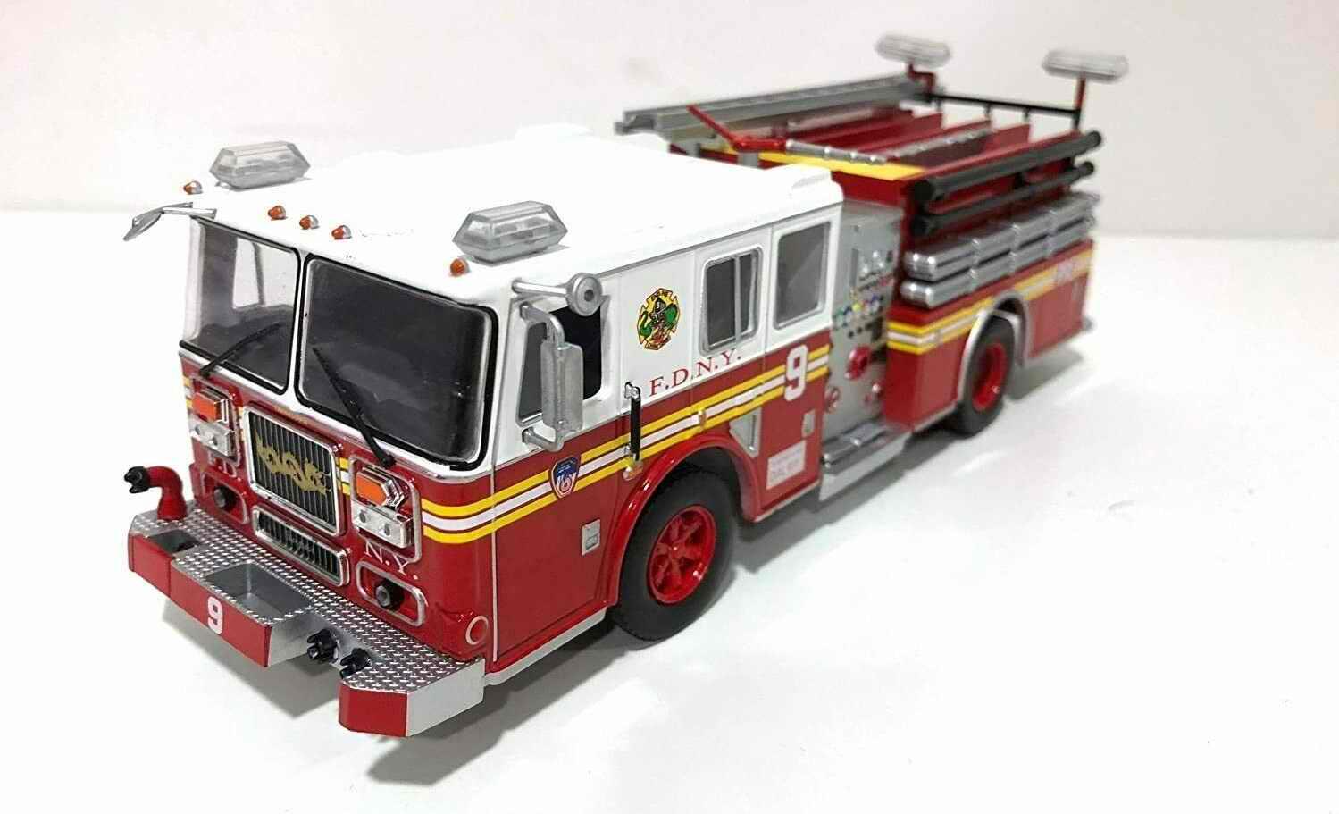 Camion de Pompiers Américain SEAGRAVE MARAUDER II Pompiers de New York FDNY 1/43
